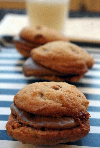 Caramel and Brown Sugar Cookies Sandwiches ~ YUMMY! (This website has ...