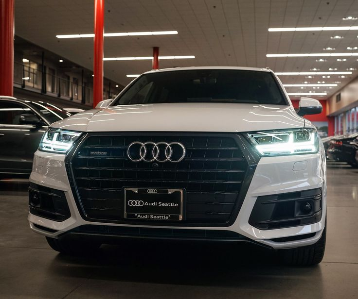 White 2017 Q7 in Black Optics will haul your little squad ...