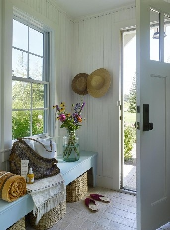 Its little details that really give a room its style, such as the country style hats on the wall, and the wild flowers in a jar. With jut a few touches, this entry way has the lovely feel of the country; it says, Welcome home! #country