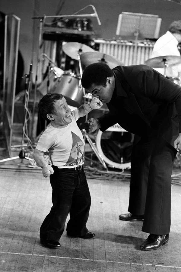 Kenny Baker and Muhammad Ali | Rare, weird & awesome celebrity photos