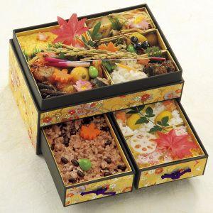 お重の上段には華やかに秋らしいお惣菜を。【季節の祝い重】