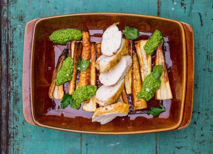 Rostad palsternacka med spenatpesto och stekt kycklingbröst | Recept på COOKED
