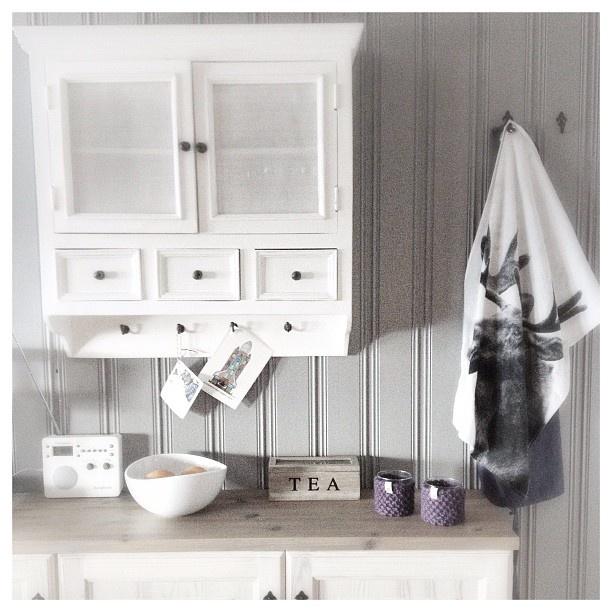 Hytte interiør #skap #inspirasjon #bynord #interiør #kjøkken ...
