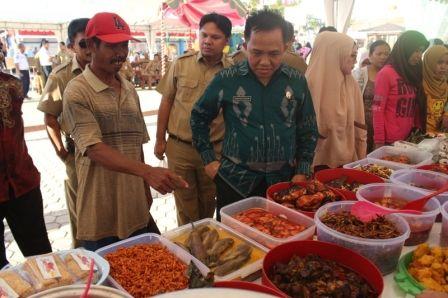 Tradisi Pasar Wadai Ramadhan, Sarana Silaturahmi Sesama Muslim