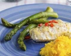 Filets de tilapia, sauce citronnée au yogourt : http://www.cuisineaz.com/recettes/filets-de-tilapia-sauce-citronnee-au-yogourt-32828.aspx