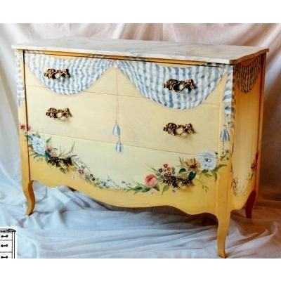 Traditional Dresser & Chest from Pieces, Model: Tassle Swag
