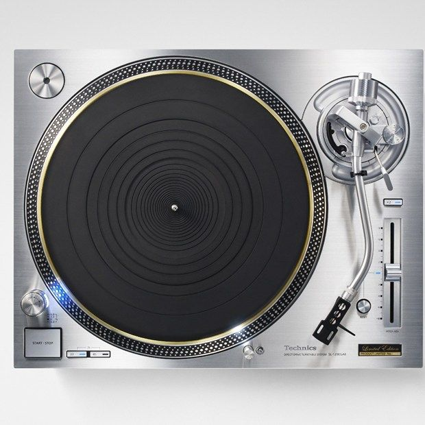 Panasonic has unveiled its spectacular, back-from-the-dead direct-drive Technics turntable at CES 2016 in Las Vegas.