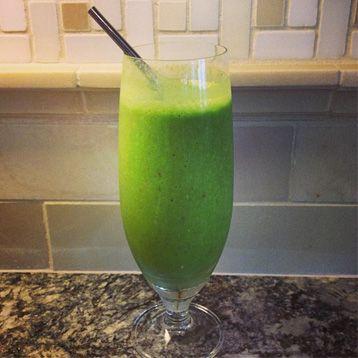 Kim Kardashian och Kourtney Kardashian gillar nyttig frukost. Här är ett enkelt och gott recept på en grön smoothie från Kourtney som hon gärna dricker en söndagsmorgon. Även systern Kim är ett stort...
