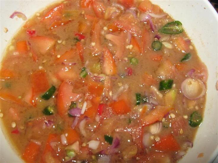 Air Asam Utara Bahan2 cili api - 25 biji cili hidup (merah) - 5 biji bawang putih - 4 ulas belacan -1 ½ inci  tomato - 2 biji( di cincang halus ) limau nipis - 2 biji kerisik - 60 gram garam Cara2: 1. Tumbuk cili api & cili hidup bersama belacan dan bawang putih serta sedikit garam sehingga lumat, 2. Masukkan ke dlm mangkuk, perah asam limau nipis, tomato dan kerisik. 3. Kacau