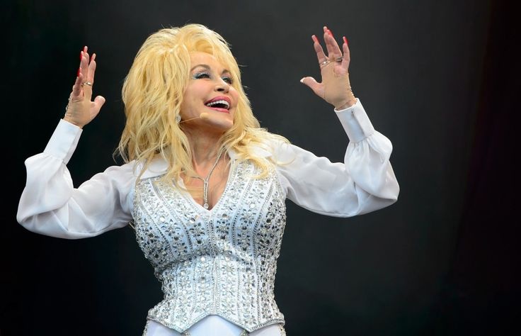 Dolly Parton and Pentatonix win country duo/roup performance award for 'Jolene'