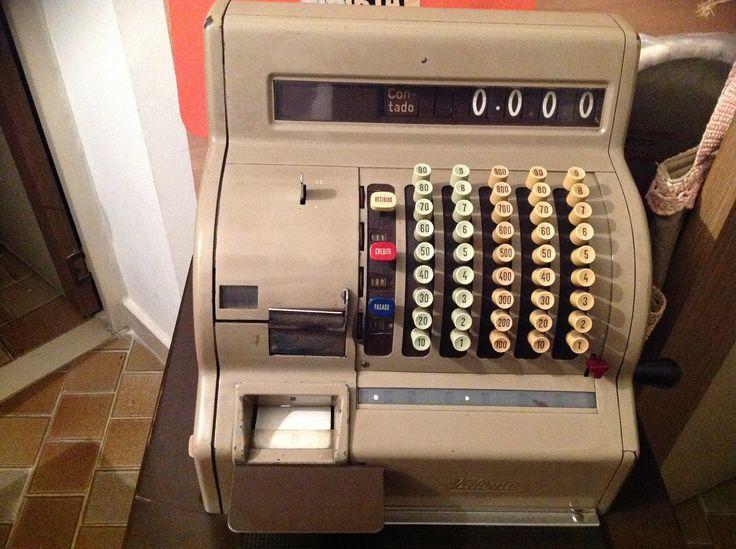 Máquina registradora antigua, entrega recibo, llave original. $600.000
