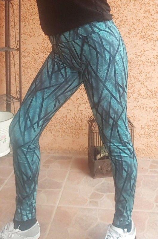 #pantaloncontesse11 #sportcontesse11  Legging Domyos Imprimé Graphique Energy Fitness TBE Taille M, matière agréable épous...