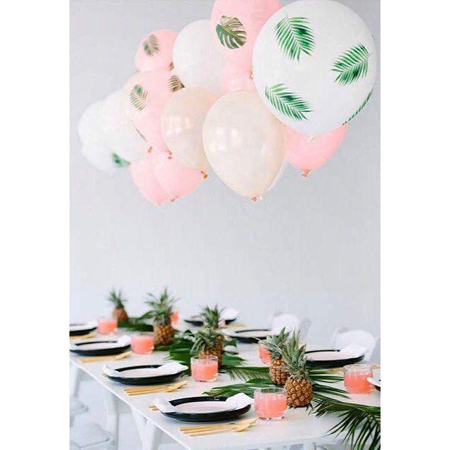 "108 curtidas, 10 comentários - Real Weddings (@realweddingsau) no Instagram: ""How fun is this tropical table scape? So sweet!  #tropical #tablescape #pinapples #balloons #fun…"""