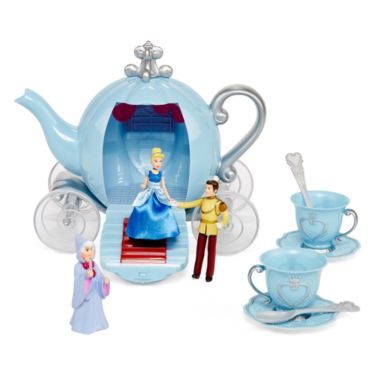 Teatime will never be the same with this convertible Cinderella carriage that magically transforms into a play tea set she can enjoy over and over.