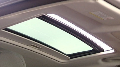 The Citroën C5 Saloon is available with an electric sunroof that allows you to fill the cabin with natural light and air.