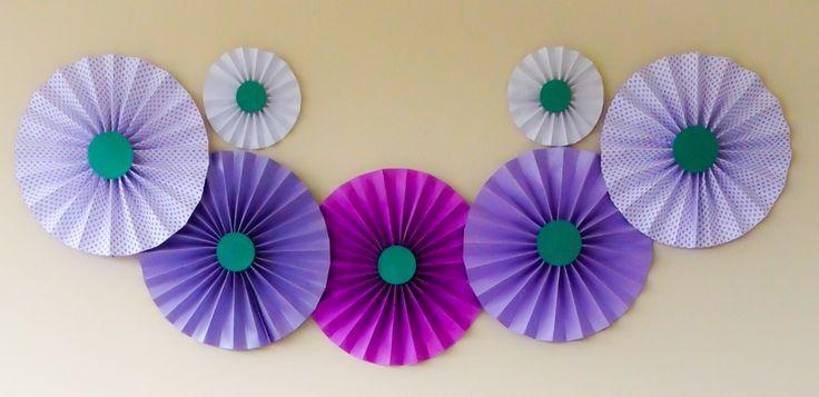 Painel de Rosetas de papel.   #diy #decor #facavocemesmo #chadepanela #lilas #roxo