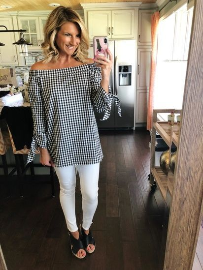 496a8c5da9 Gingham Top and White Jeans    Perfect Outfit for Summer BBQ s