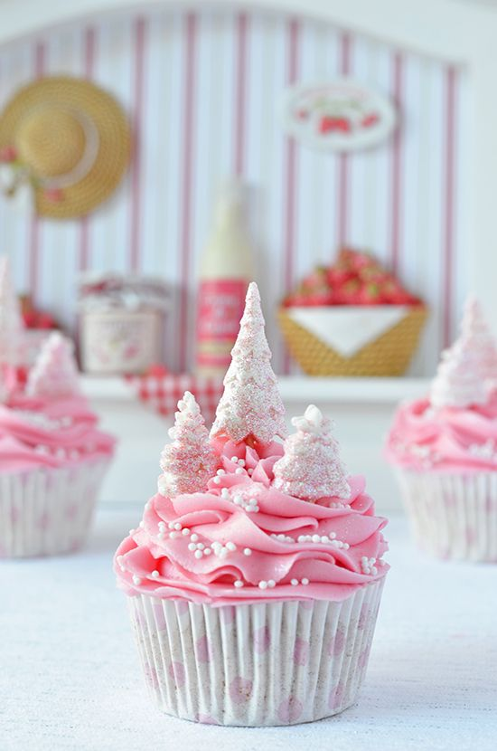Inspired by these pink Christmas cupcakes