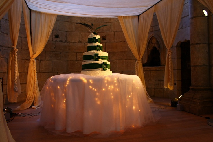 Fitting wedding cake