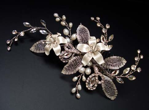 Floral sidecomb with clear crystals, freshwater pearls and porcelain flowers, 13x7cm