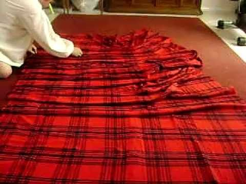 My man's garb for the wedding- How to pleat and wrap a Great Kilt - YouTube