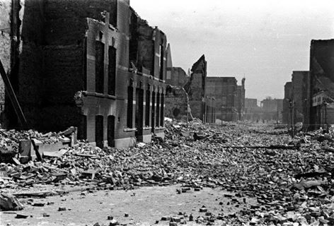 Oorlogsschade na bombardement, Rotterdam (15 mei 1940)