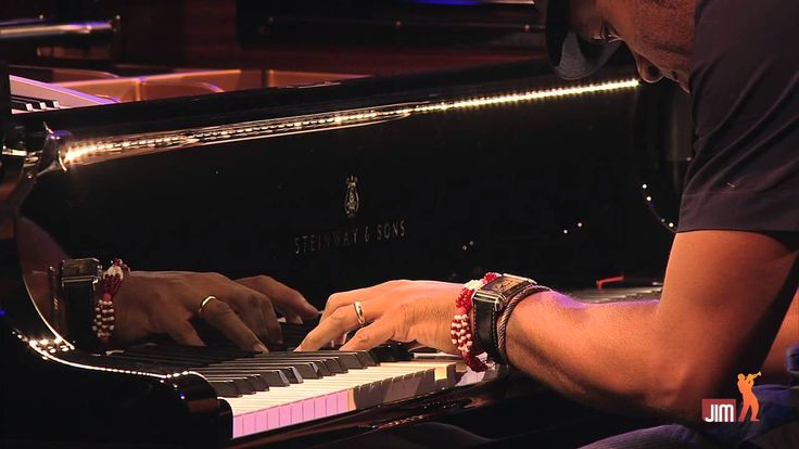 Roberto Fonseca @Jazz_in_Marciac : Jeudi 1er août 2013 Great solos, especially the guitar.....