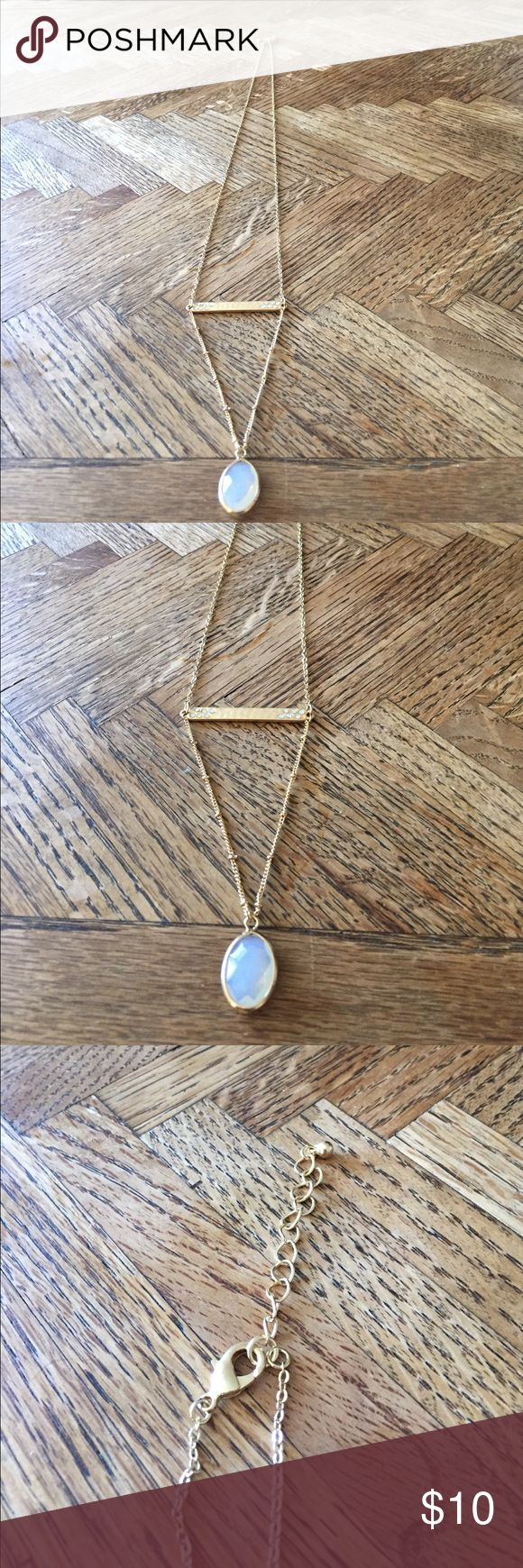 """Beautiful gold chain necklace w/ adjustable length Worn once! Length of one side of necklace approx 14"""" (so 28"""" total), but length is adjustable!! Jewelry Necklaces"""