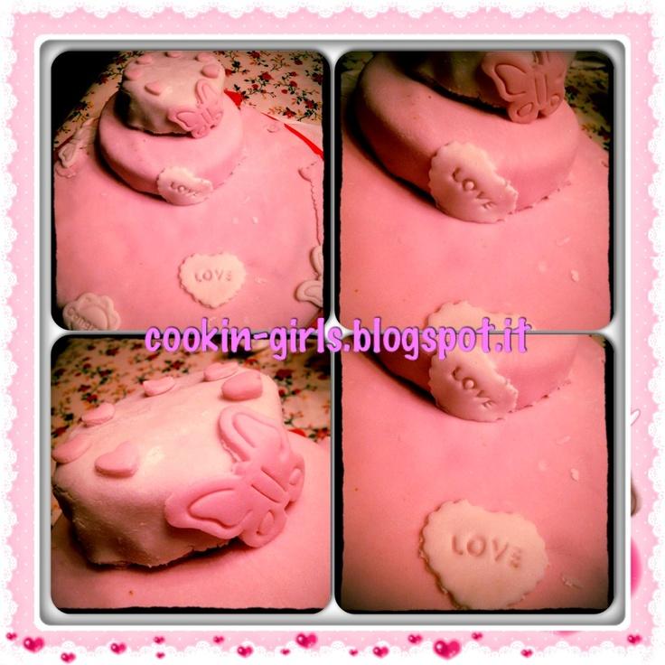 La torta x il mio compleanno che mi ha preparato a sorpresa mio marito...x gli esperti non sarà bella, ma io l'adoro perchè fatta col cuore <3