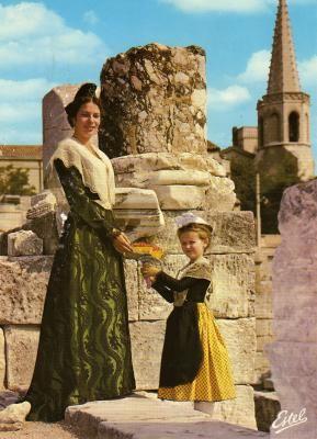 Annie Berard 5ème Reine d'Arles  (1962-1966)