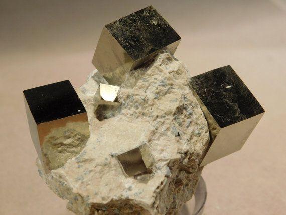2d53a7a12beb59d8f3d914e5c93d67d2--cubes-