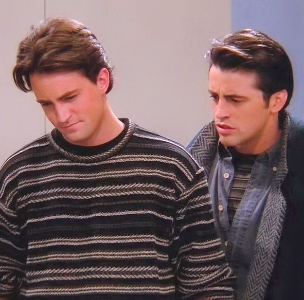 The one with this cool sweater. | Chandler Bing's 19 Most Heinous Outfits I was too young for it but Friends was promoted as a very sexy show. and sometimes i get it - chandler's hair! so cuute.