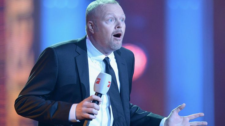 """Er beendet seine TV-Karriere! Er ist einer der erfolgreichsten Entertainer im deutschen Fernsehen. Seit 1999 moderiert Stefan Raab das Kult-Format """"TV total"""". Doch mit TV ist total Schluss für den Moderator."""
