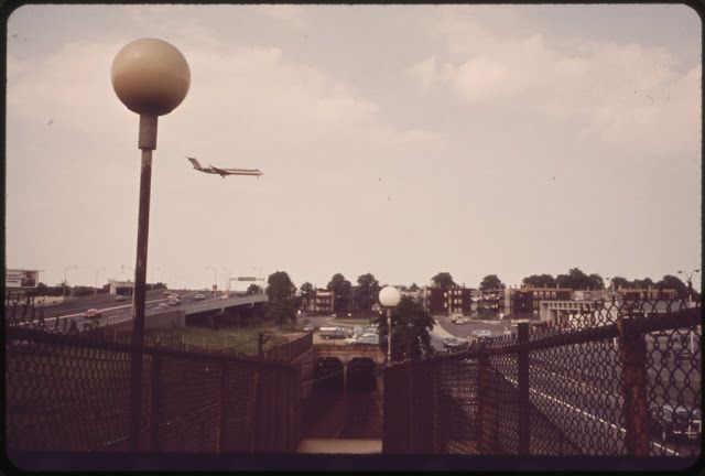 vintage everyday: Airplane Landing in City – Amazing Vintage Photographs Capture Airplanes Landing at The Logan International Airport, Boston in the 1970s