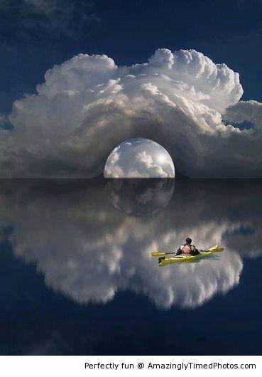 Amazingly Timed Photos | Amazing kayaking trip at sea