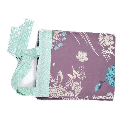Tenda con disegni viola e fiocco verde acqua