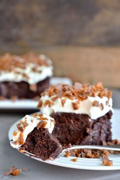 Denne kaken blir kalt «Bedre enn sex kake». Akkurat hva den er bedre enn, får være opp til deg å bedømme. Jeg synes personlig den er bedre enn det meste! Det er en utrolig god og super saftig sjokoladekake som er veldig enkel å lage, faktisk en av de beste og saftigste kakene jeg har smakt. …