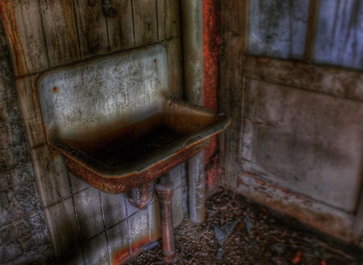 Heute ein weiteres Bild eines lost places �� da muss mal dringend geputzt werden ��who likes to clean? ��  #photo #photography #photooftheday #picture #pictures #picoftheday #pictureoftheday #potd #lostplaces #lostplacesgermany #hdr #hdr_lovers #old #hessen #germany #canon #canonphotography http://tipsrazzi.com/ipost/1519058759677580881/?code=BUUx-TDhxZR