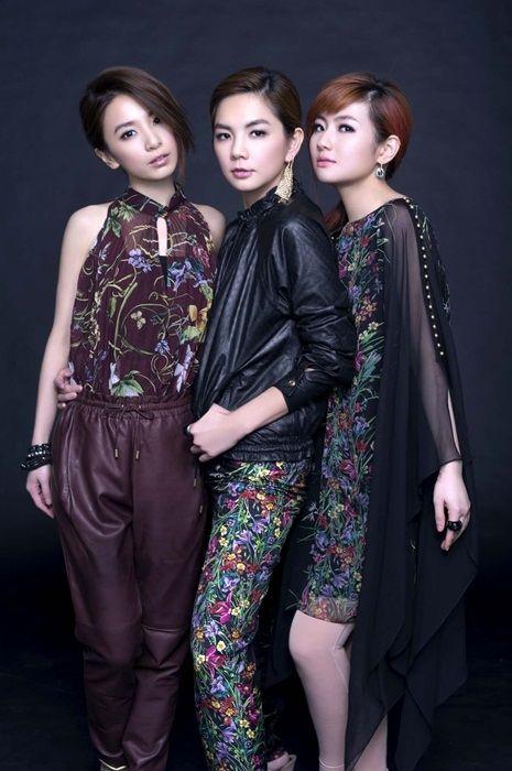 2013-02-05《明周娛樂》封面人物     人妻天团S.H.E ──人生就像大小考
