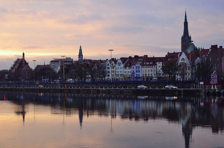 https://flic.kr/p/9aL3fs   Szczecin, 15 January 2011 4PM   Szczecin - Stettin, Poland, 15 January 2011, evening, Nikon D7000 + Voigtlander Ultron 40mm, iso1600