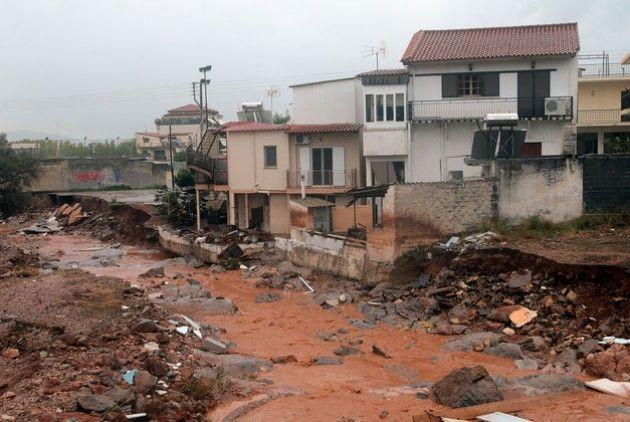 Πλησίστιος...: Το «πώς» και το «γιατί» της αφύσικης καταστροφής