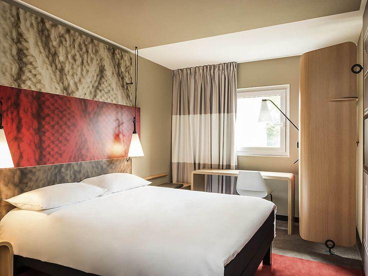 L'hôtel ibis Brussels Centre Sainte Catherine est situé dans le centre-ville de Bruxelles, à 550 m de la Grand-Place et du célèbre « Manneken Pis », des musées et des centres commerciaux populaires. Près du Marché aux poissons et de ses célèbres restau...