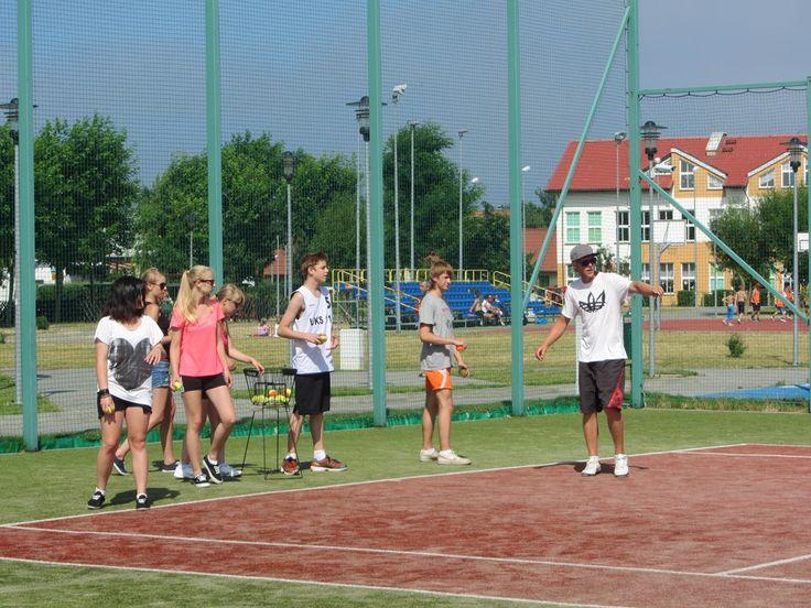W programie obozu tenisowego nauka od podstaw i doskonalenie techniki.   #sport #tenis #obózsportowy #obóztenisowy