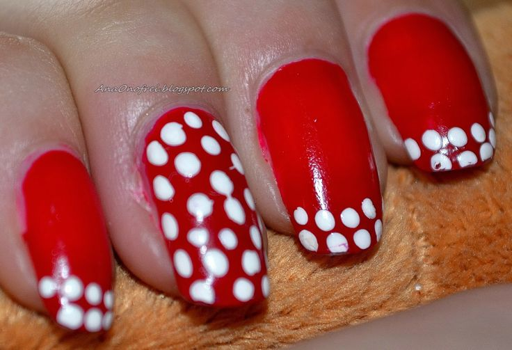 http://anaonofrei.blogspot.ro/2014/01/nails-bulinute.html
