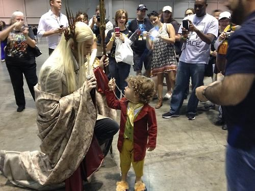 mynameiseyyyyyy:  muchymozzarella:  thranduart:  You offer it to me freely…..  OH MY GOSH  Oh my goooooooood, I'm dying from how cute this is