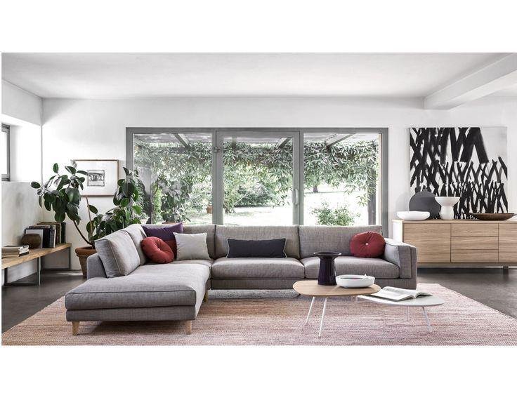 O ΜΕΤRΟ είναι ένας πολύ άνετος καναπές , που χαρακτηρίζεται από μια μινιμαλιστική και μοντέρνα εμφάνιση , αρμονικό σχηματισμό και διαχρονική κομψότητα, που τον καθιστούν ιδανικό, τόσο για κλασσική, όσο και για μοντέρνα διακόσμηση .