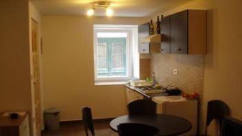 Objekt nudi sobe in apartmaje. Na voljo je 11 ležišč in je klimatsko opremljen. Dodatne informacije najdete na www.viaSlovenia.com pod kategorijo Koper, apartmaji.
