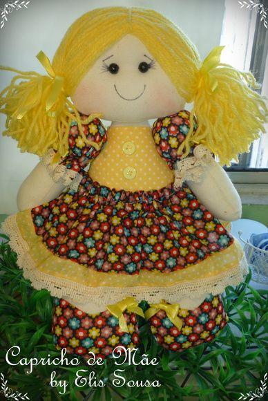 Boneca Decorativa  mede 30cm corpinho em algodão cru, enchimento com fibra siliconada e vestido em tricoline com detalhes em bico de algodão, fitas e botões. R$ 50,00