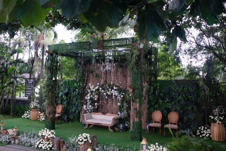 Wedding rustic surabaya indonesia  @raindropsdeco  #weddingrusticsurabaya  #rusticwedding #vendordecorsurabaya #dekorasisurabaya #dekorasimalang #rusticweddingsurabaya
