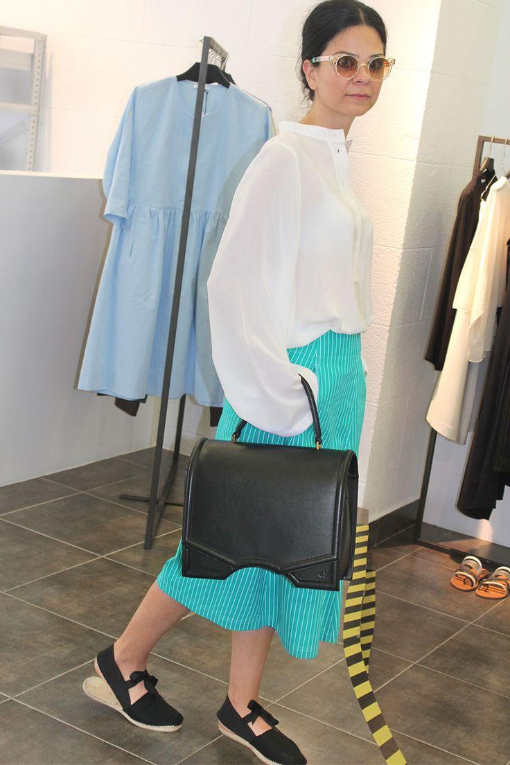 Una falda rayada para no rayarte con los looks del verano - Arropame... + cuerpo #HelmutLang + bolso #reliquiaespain #madeinspain + alpargatas Ed. Lim. #byarropame  http://arropame.com/una-falda-rayada-para-no-rayarte-con-los-looks-del-verano/ #arropame #conceptstore #bilbao #shopping #shoponline #edicionlimitada #fashion #summer #ootd #outfit #style #love